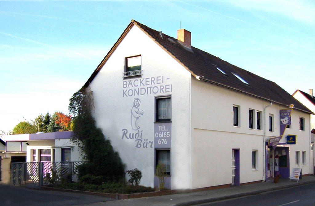 Haus und Ladengeschäft der Bäckerei Rudi Bär.
